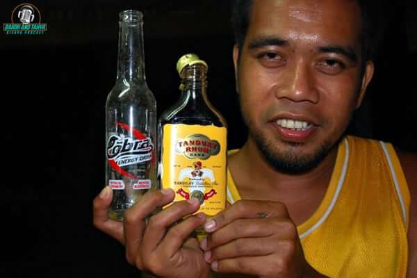 "alt=""A Filipino man showing his alcohol drinks"""