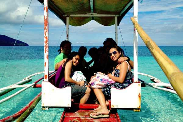 "alt=""Filipino family are happily riding a boat on a fine day"""