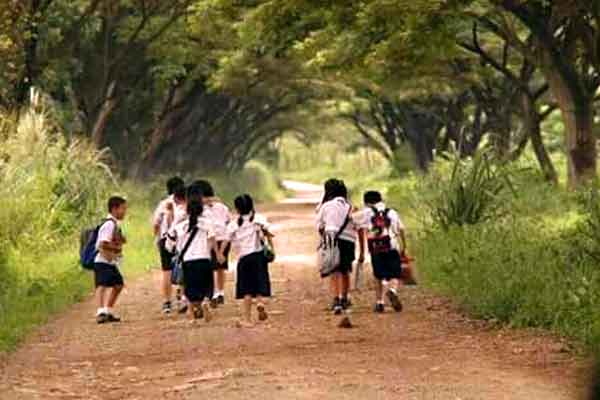 "alt=""Filipino childhood memories walking to school with kids"""