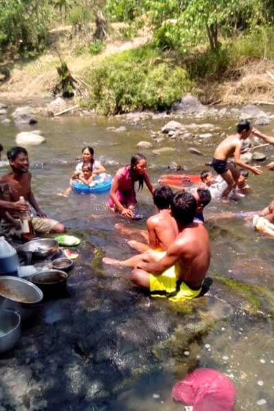 "alt=""Filipinos enjoying the cold water in the river"""