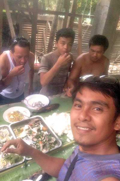 "alt=""Filipino boodle fight eating bare hands"""