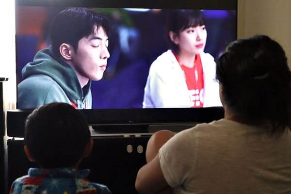 "alt=""Mother and son watching their favorite Korean drama show"""