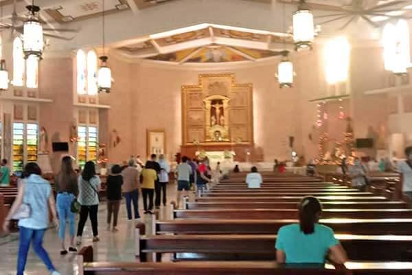 "alt=""Filipinos attending Simbang gabi mass this year 2020"""