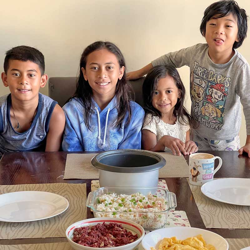 "alt=""Filipino Kids enjoying the Sinangag Rice for breakfast"""
